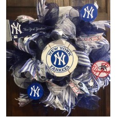 "21"" New York Yankees Baseball Wreath With Ball Logo & Banner Decorations   232860490853"